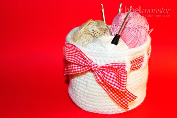 Crochet Round Basket – with Bow and Double Crochet Stitches