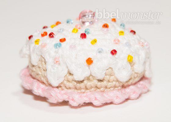 "Amigurumi – Crochet Small Birthday Cake ""Tuttifrutti"""